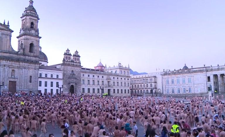 6 ათასი კოლუმბიელი მშვიდობისა და სიმშვიდისთვის გაშიშვლდა (video)